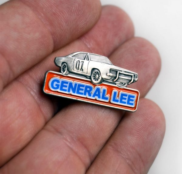 dukes_of_hazzard_general_lee_tv_dodge_challenger_80s_pin_size