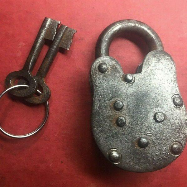 peterbilt_vintage_old_lock_cast_iron_1939_back