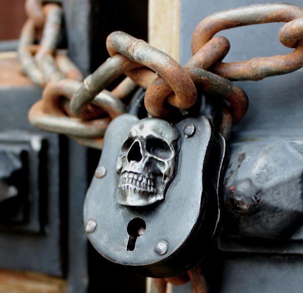 skull_pirate_wicca_lock_gat